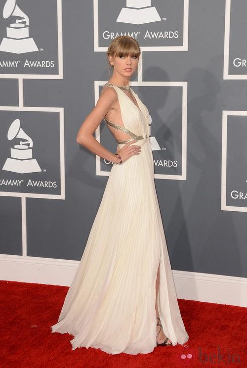 Taylor Swift con un vestido de J. Mendel en los Grammy 2013