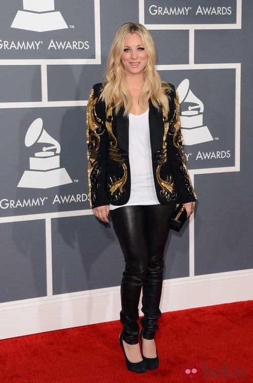 Kaley Cuoco con un conjunto de Amen en los Grammy 2013
