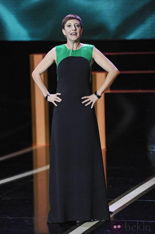 Eva Hache con un vestido negro y verde de Amaya Arzuaga para la ceremonia de los Goya 2013
