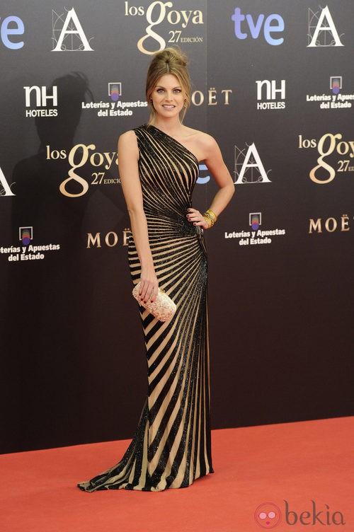Amaia Salamanca con un vestido de Zuhair Murad en los Premios Goya 2013