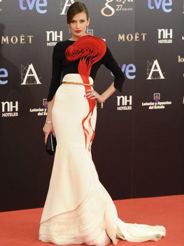 Nieves Álvarez con un vestido de alta costura de Stephan Rolland en los Goya 2013