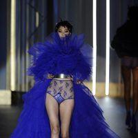 Tul azul eléctrico de la colección otoño/invierno 2013/2014 de Andrés Sardá en la Madrid Fashion Week
