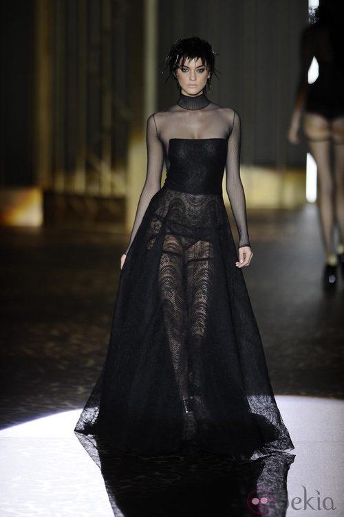 Color negro en la colección otoño/invierno 2013/2014 de Andrés Sardá en Madrid Fashion Week