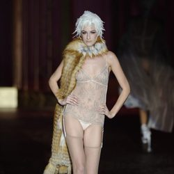 Encaje en nude de la colección otoño/invierno 2013/2014 de Andrés Sardá en Madrid Fashion Week