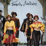 Homenaje a la bandera española en la colección otoño/invierno 2013/2014 de Francis Montesinos en Madrid Fashion Week