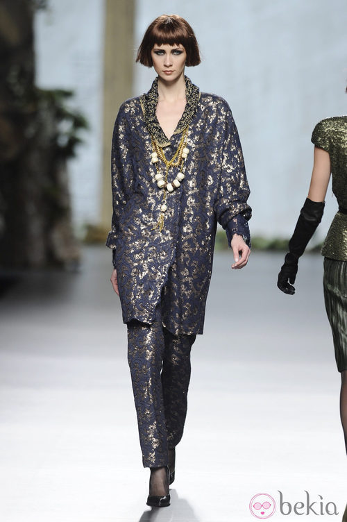 Traje en azul brillante de la colección otoño/invierno 2013/2014 de Francis Montesinos en Madrid Fashion Week