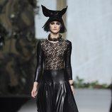 Cuero y encaje en la colección otoño/invierno 2013/2014 de Francis Montesinos en la Madrid Fashion Week
