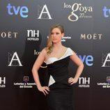 Manuela Vellés con un vestido negro y blanco de Oscar de la Renta en los Goya 2013