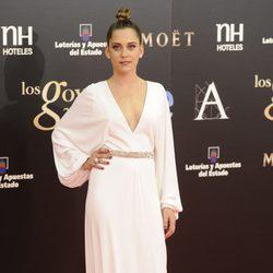 María León con un vestido blanco de Gucci en los Goya 2013