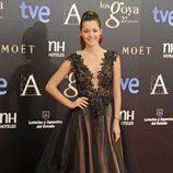 Malena Costa con un vestido negro de tul de Alex Vidal en los Goya 2013