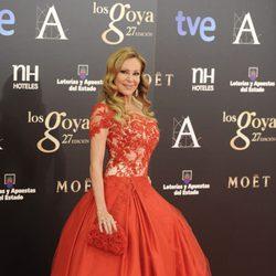 Ana Obregón con un vestido rojo con volumen en los Goya 2013