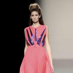 Vestido plisado de la colección otoño/invierno 2013/2014 de Miguel Palacio en la Madrid Fashion Week