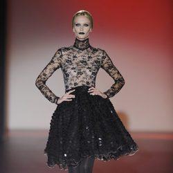 Vuelos y encajes para la colección de otoño/invierno 2013/2014 de Hannibal Laguna en la Madrid Fashion Week