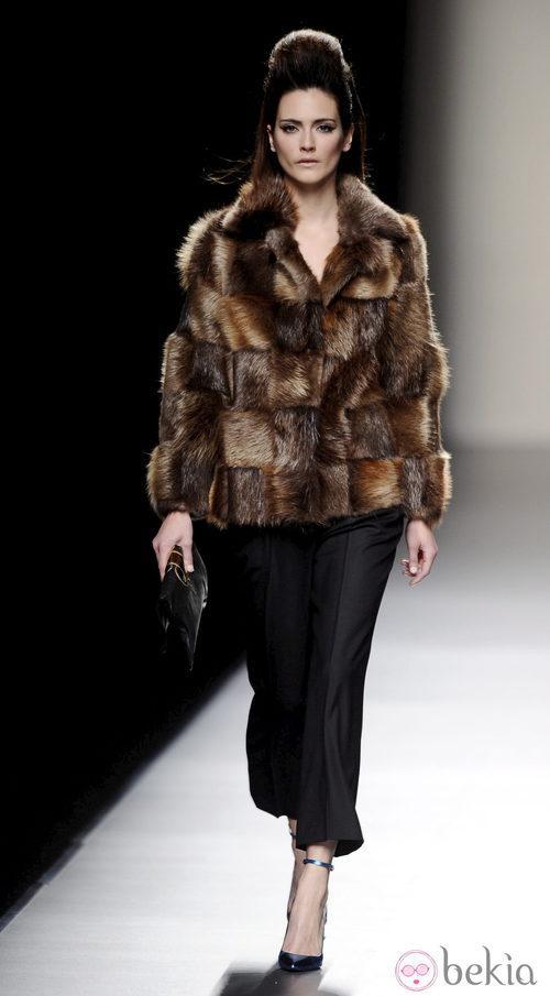 Abrigo de piel de la colección otoño/invierno 2013/2014 de Miguel Palacio en Madrid Fashion week