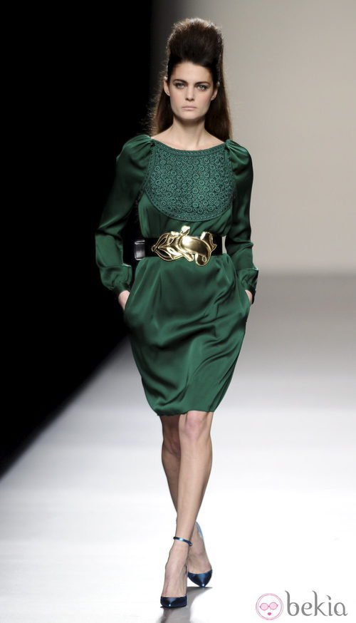 Vestido verde de la colección otoño/invierno 2013/2014 de Miguel Palacio en la Madrid Fashion Week