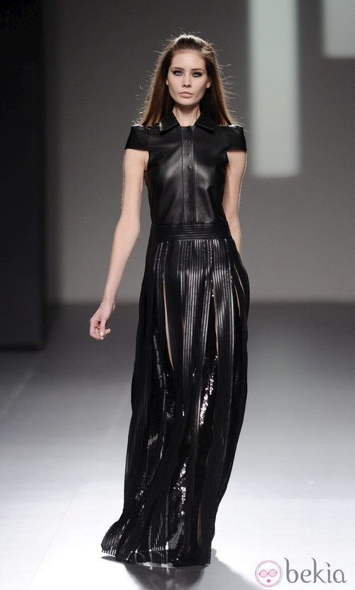 Vestido negro de cuero de la colección otoño/invierno 2013/2014 de Teresa Helbig en Madrid Fashion Week