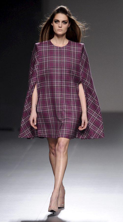 Vestido de estampado tartán de la colección otoño/invierno 2013/2014 de Teresa Helbig en Madrid Fashion Week