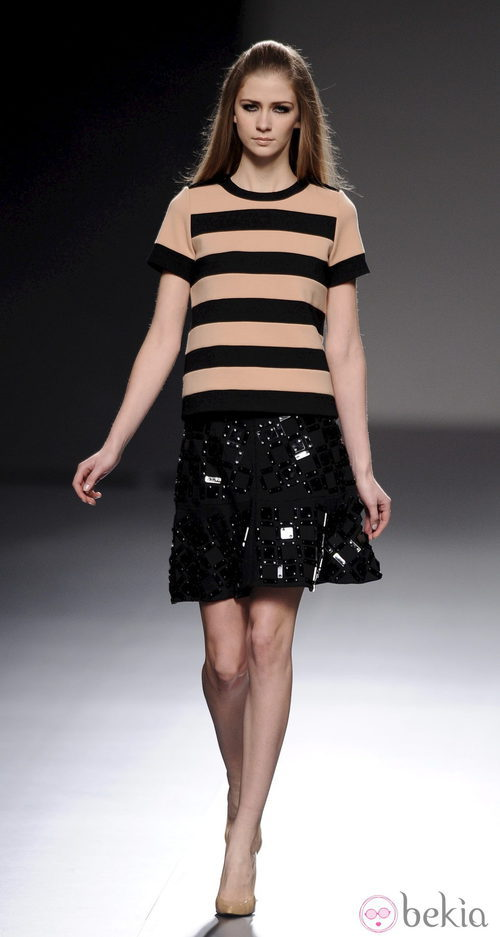 Rayas y strass en la colección otoño/invierno 2013/2014 de Teresa Helbig en Madrid Fashion Week