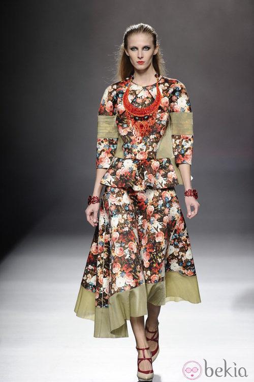 Vestido de estampado floral de la colección otoño/invierno 2013/2014 de Ana Locking en Madrid Fashion Week