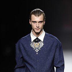 Look masculino en azul brillante de la colección otoño/invierno 2013/2014 de Ana Locking en Madrid Fashion Week