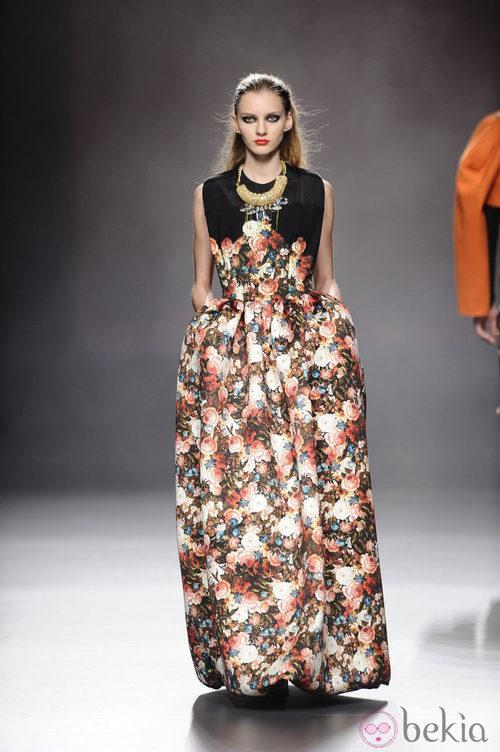 Vestido con volumen de la colección otoño/invierno 2013/2014 de Ana Locking en Madrid Fashion Week
