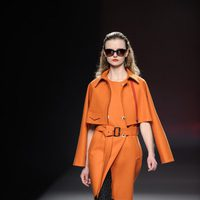 Trench de color naranja de la colección otoño/invierno 2013/2014 de Ana Locking en Madrid Fashion Week