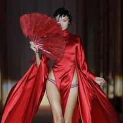 Conjunto rojo pasión de la colección otoño/invierno 2013/2014 de Andrés Sardá en Madrid Fashion Week