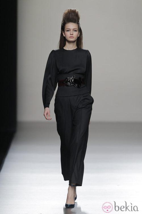 Mono en color negro de la colección otoño/invierno 2013/2014 de Miguel Palacio en Madrid Fashion Week
