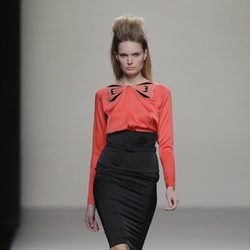 Falda de tubo negra de la colección otoño/invierno 2013/2014 de Miguel Palacio en Madrid Fashion Week