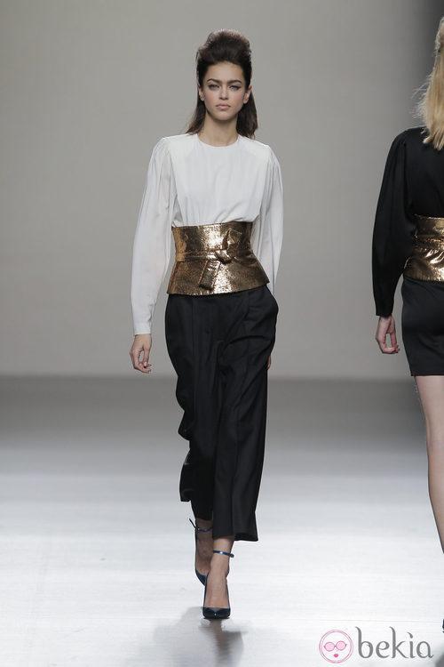 Cinturón XXL de la colección otoño/invierno 2013/2014 de Miguel Palacio en Madrid Fashion Week