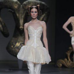 Falda y corsé de la colección otoño/invierno 2013/2014 de Maya Hansen en Madrid Fashion Week