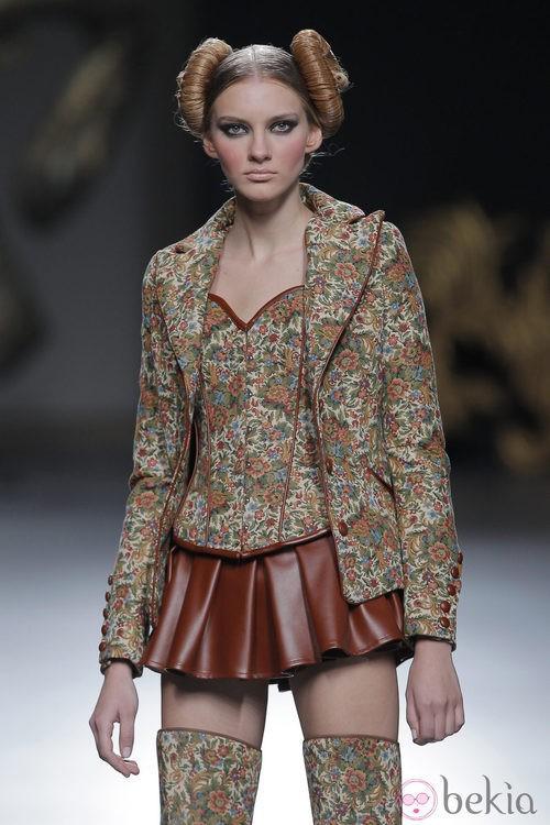 Americana de la colección otoño/invierno 2013/2014 de Maya Hansen en Madrid Fashion Week