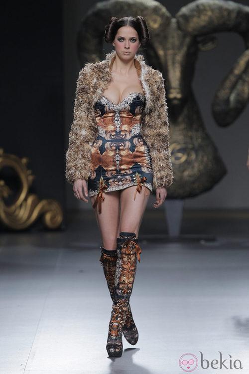 Abrigo de la colección otoño/invierno 2013/2014 de Maya Hansen en Madrid Fashion Week