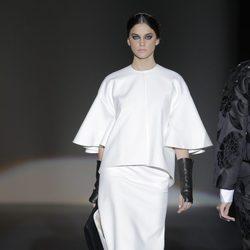 Look blanco de la colección otoño/invierno 2013/2014 de Juana Martín en Madrid Fashion Week