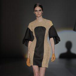 Vestido bicolor de la colección otoño/invierno 2013/2014 de Juana Martín en Madrid Fashion Week