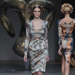 Vestido corto de la colección otoño/invierno 2013/2014 de Maya Hansen en Madrid Fashion Week