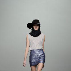 Falda azul metalizada de la colección otoño/invierno 2013/2014 de Rabaneda en Madrid Fashion Week