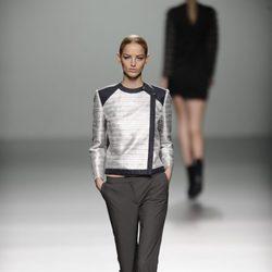 Pantalones tobilleros de la colección otoño/invierno 2013/2014 de Rabaneda en Madrid Fashion Week