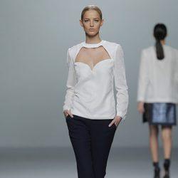 Combinación de blanco y negro en la colección otoño/invierno 2013/2014 de Rabaneda en Madrid Fashion Week