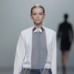 Superposiciones en la colección otoño/invierno 2013/2014 de Rabaneda en Madrid Fashion Week