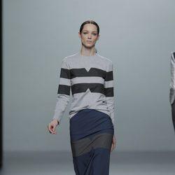 Faldas por debajo de la rodilla en la colección otoño/invierno 2013/2014 de Rabaneda en Madrid Fashion Week