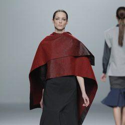 Capas en la colección otoño/invierno 2013/2014 de Rabaneda en Madrid Fashion Week