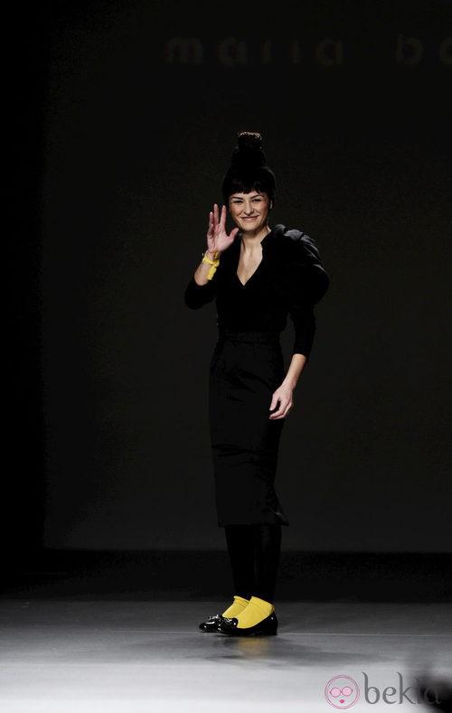 María Barros saluda tras su desfile en Madrid Fashion Week otoño/invierno 2013/2014