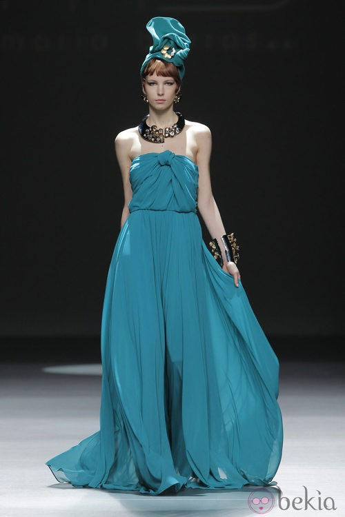 Vestido verde de la colección otoño/invierno 2013/2014 de María Barros en Madrid Fashion Week