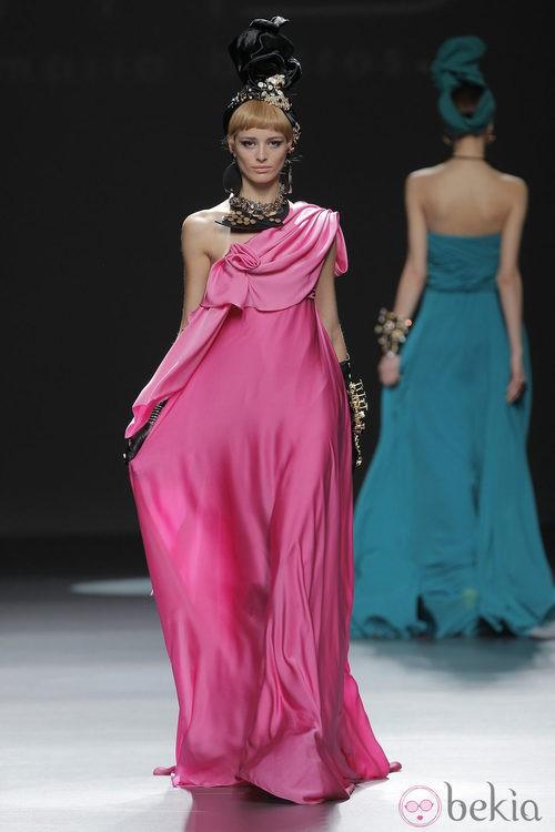 Vestido rosa de la colección otoño/invierno 2013/2014 de María Barros en Madrid Fashion Week