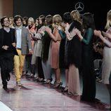 Los hermanos Ailanto saludan tras su desfile en Madrid Fashion Week otoño/invierno 2013/2014