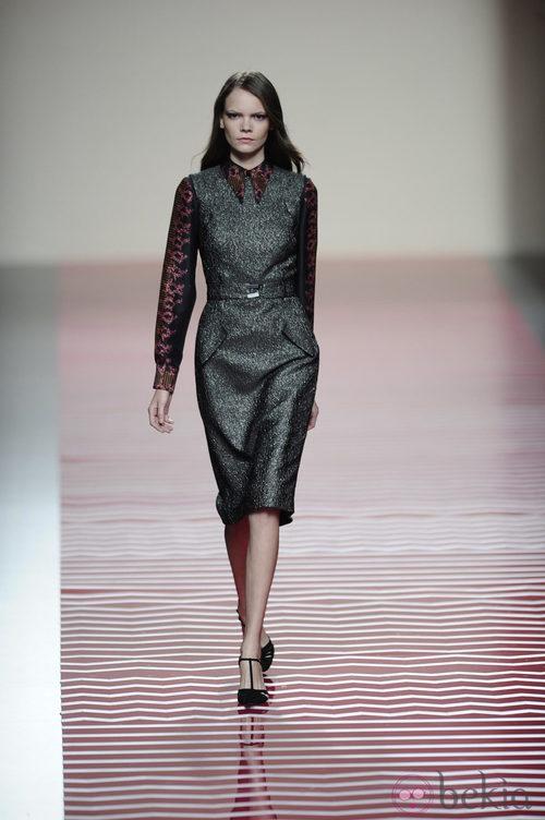 Vestido gris plomo de la colección otoño/invierno 2013/2014 de Ailanto en Madrid Fashion Week