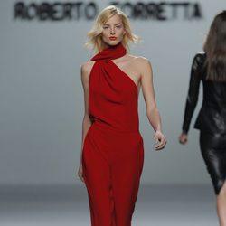Conjunto rojo de la colección otoño/invierno 2013/2014 de Roberto Torretta en Madrid Fashion Week