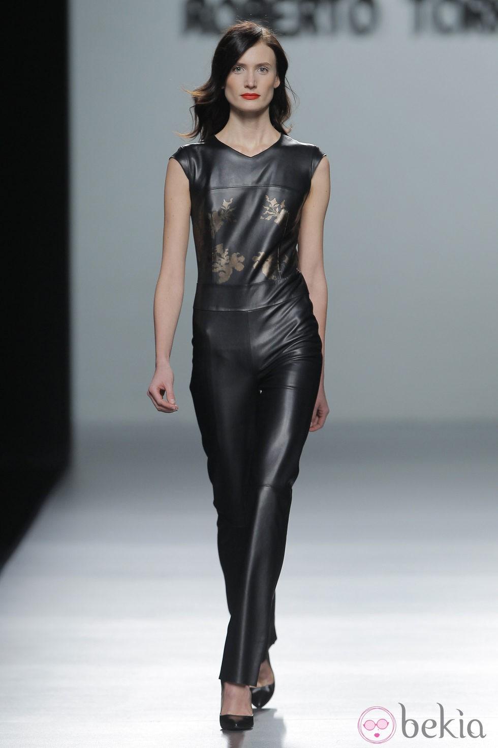 Look cuero de la colección otoño/invierno 2013/2014 de Roberto Torretta en Madrid Fashion Week