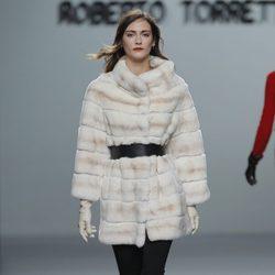 Chaquetón de piel de la colección otoño/invierno 2013/2014 de Roberto Torretta en Madrid Fashion Week